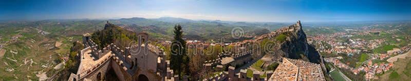 città e torri di vista di panorama di 360 gradi (diorama) a San Marino fotografia stock libera da diritti