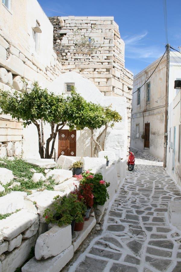 Città greca tipica dell'isola - isola di Paros, Grecia immagine stock
