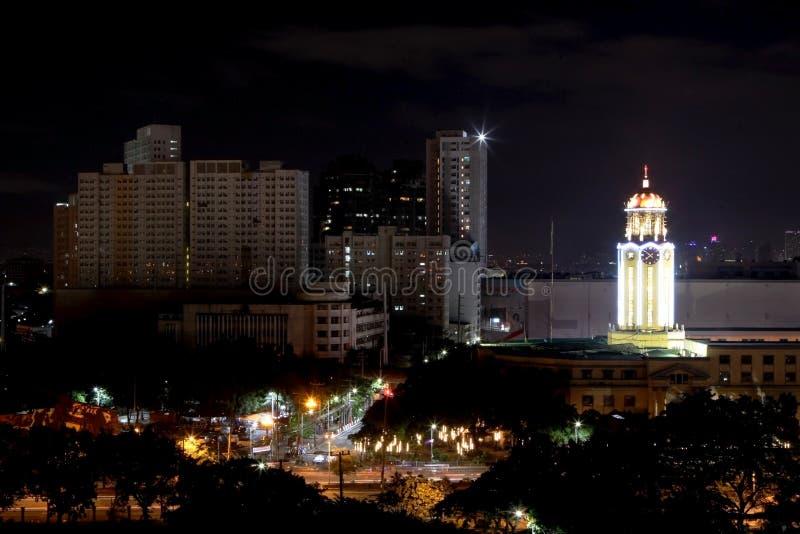 Città Hall Light Tower di Manila alla notte Filippine immagini stock libere da diritti