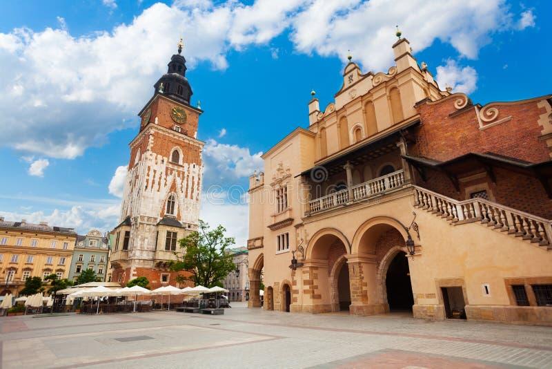 Città Hall Tower su Rynek Glowny di estate, Cracovia fotografie stock libere da diritti
