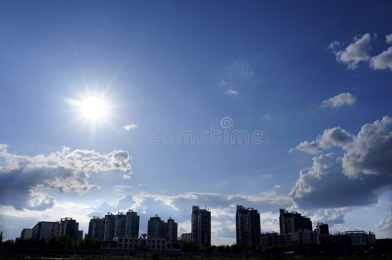 Città, il sole immagine stock
