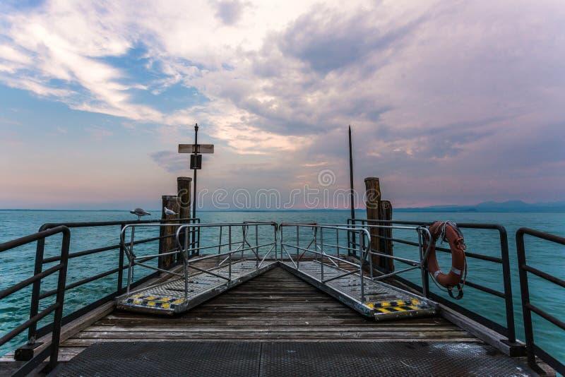 Città Italia Veneto di Sirmione Lakeside fotografia stock libera da diritti