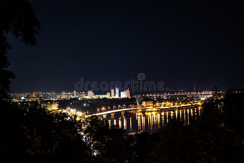 Città Kiev di notte fotografie stock libere da diritti