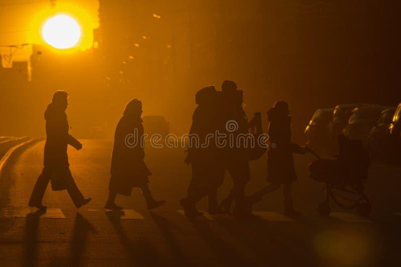 Città, la gente, inter-passeggiata fotografia stock libera da diritti