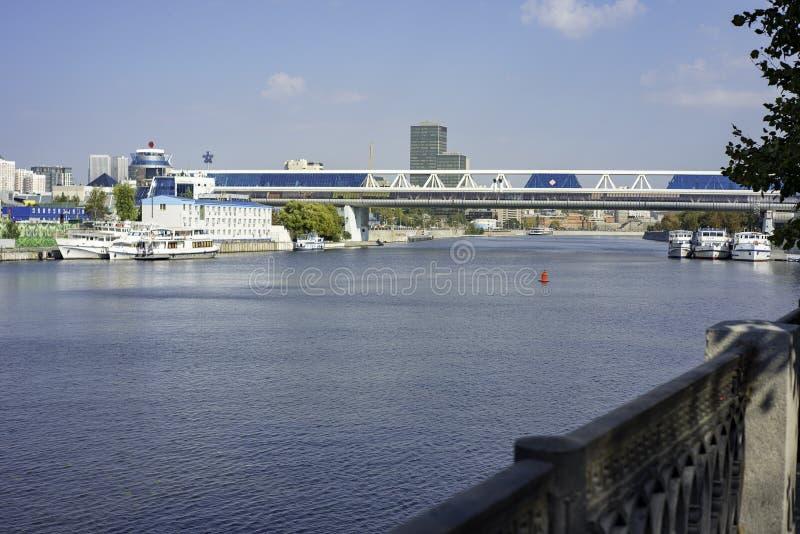 Città la regione di Mosca, l'argine di Taras Shevchenko Ponte di Bagration Mosca-città internazionale del centro di affari di Mos fotografia stock