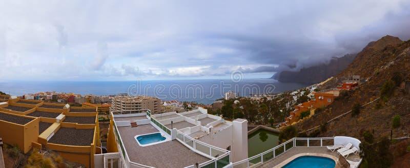 Città Los Gigantes all'isola di Tenerife - canarino fotografia stock libera da diritti