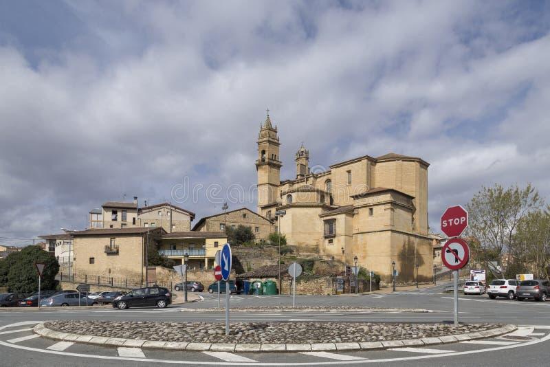 Città medievale dalla strada, EL Ciego, Rioja, Spagna fotografie stock libere da diritti