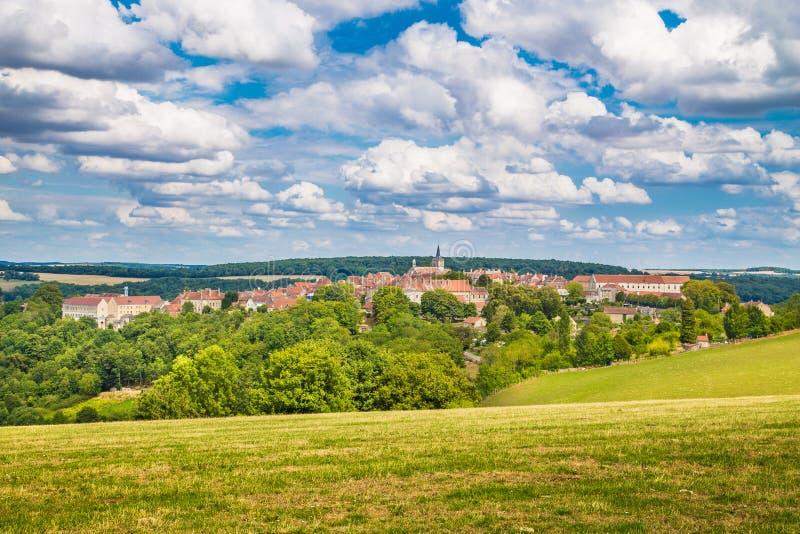 Città medievale di Flavigny-sur-Ozerain, Borgogna, Francia immagini stock libere da diritti