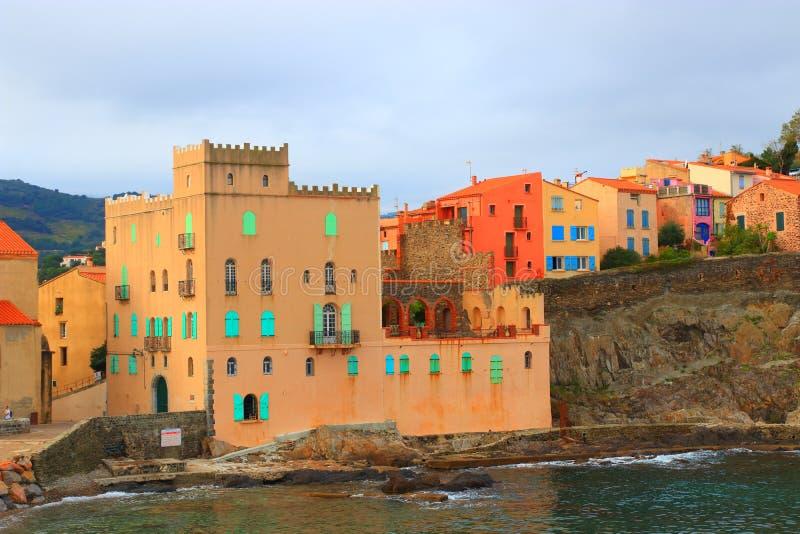 Città Mediterranea di Collioure in pirenaico orientale, Francia fotografia stock