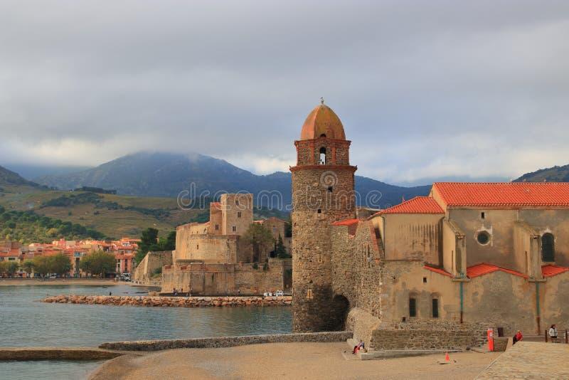 Città Mediterranea di Collioure in pirenaico orientale, Francia immagini stock