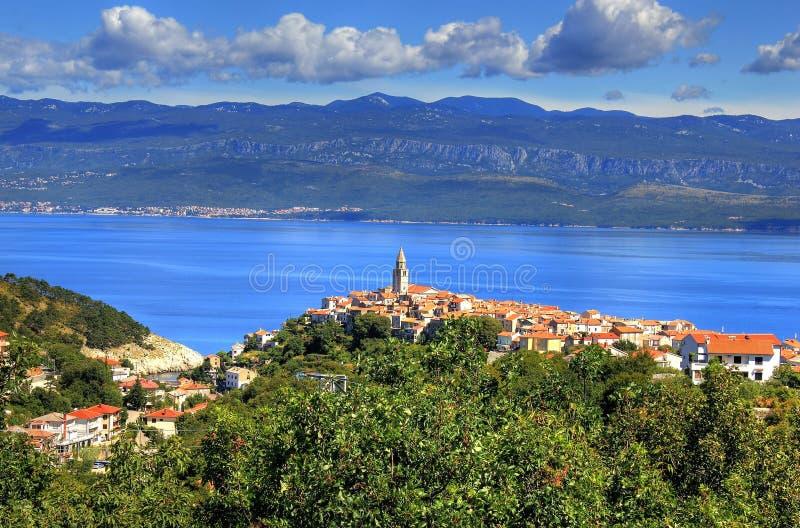 Città mediterranea di Vrbnik, isola di Krk, Croazia fotografia stock libera da diritti