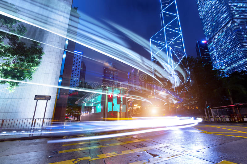 Città moderna alla notte fotografie stock libere da diritti
