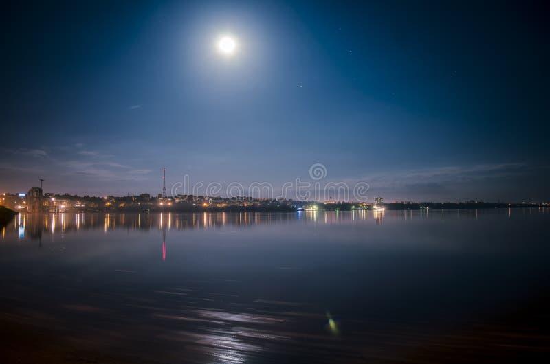 Città Mykolaiv di notte immagine stock