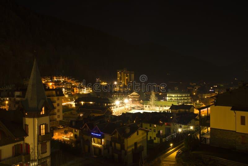 Città panoramica Aprica di vista di notte fotografia stock