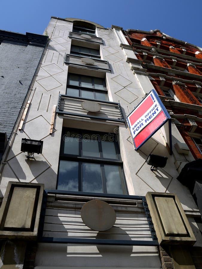 Città: Piccolo Ufficio Per Affitto Immagini Stock