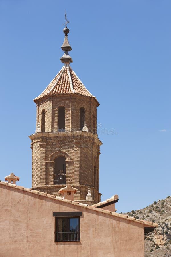 Città pittoresca in Spagna Cattedrale e casa Albarracin fotografie stock libere da diritti