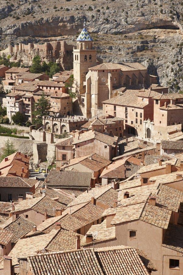 Città pittoresca in Spagna Cattedrale e fortezza antica Albar immagine stock