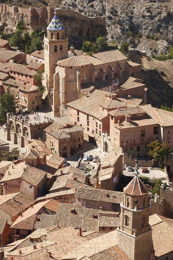 Città pittoresca in Spagna Cattedrale e fortezza antica Albar immagini stock