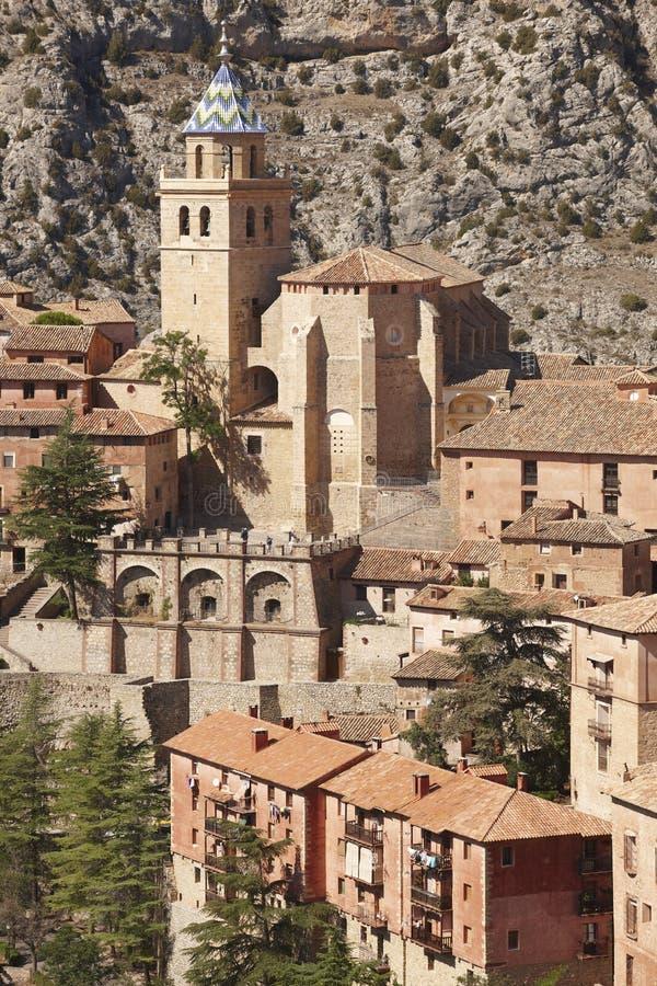 Città pittoresca in Spagna Cattedrale e fortezza antica Albar fotografia stock