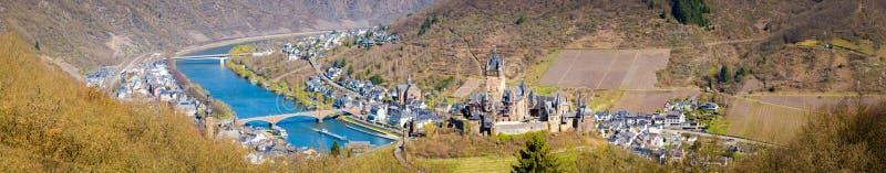 Città storica di Cochem con il fiume di Mosella, Rheinland-Pfalz, Germania fotografia stock