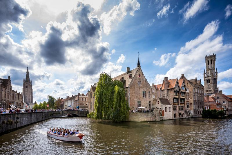 Città storica medievale di Bruges Vie di Bruges e centro, canali e costruzioni storici belgium fotografia stock libera da diritti
