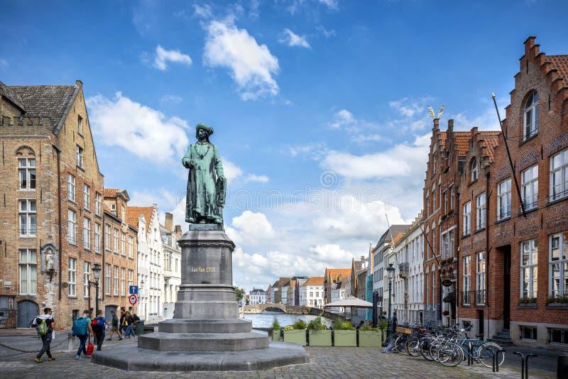 Città storica medievale di Bruges Vie di Bruges e centro, canali e costruzioni storici belgium immagini stock libere da diritti