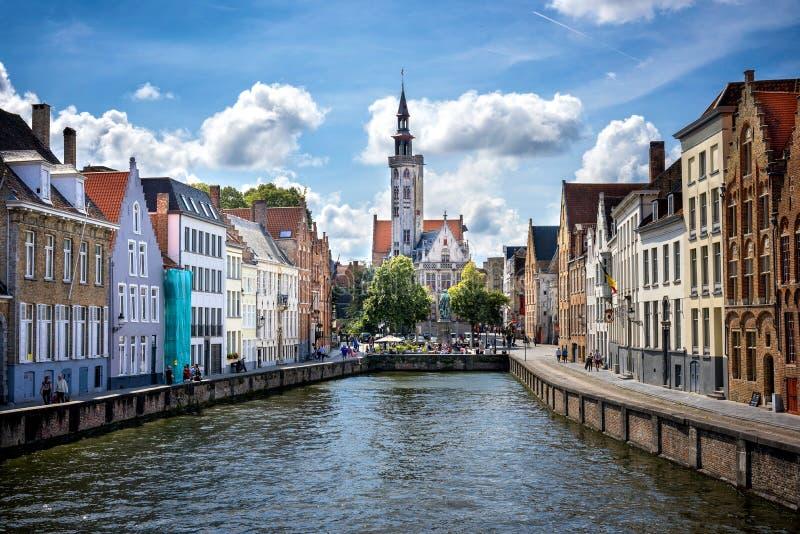 Città storica medievale di Bruges Vie di Bruges e centro, canali e costruzioni storici belgium fotografia stock