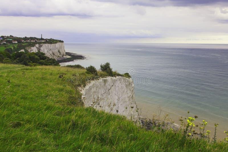 Città su una scogliera vicino al porto di Dover immagine stock libera da diritti