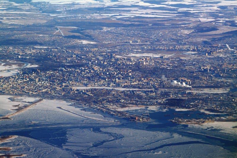 Città su Volga, vista dall'aereo Kazan, Russia fotografia stock