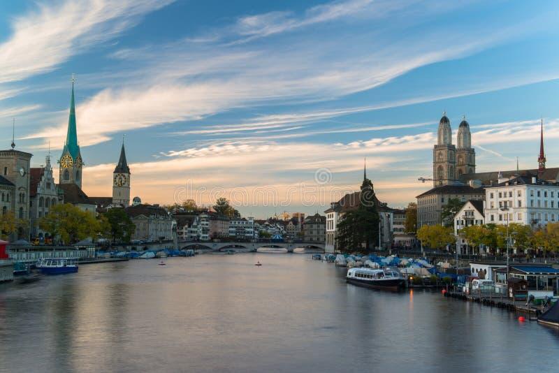 Città svizzera, alba di Zurigo poco prima immagine stock libera da diritti