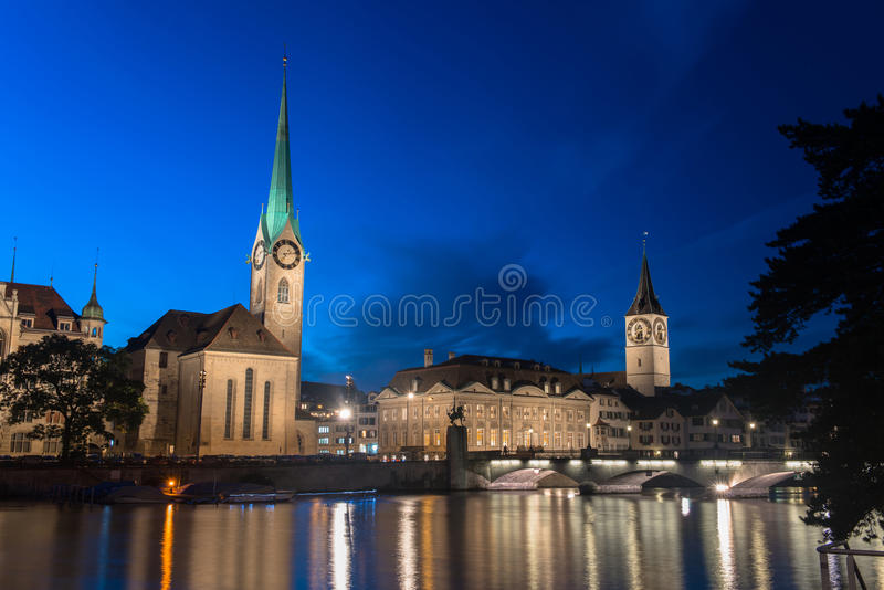 Città svizzera, alba di Zurigo poco prima fotografia stock libera da diritti