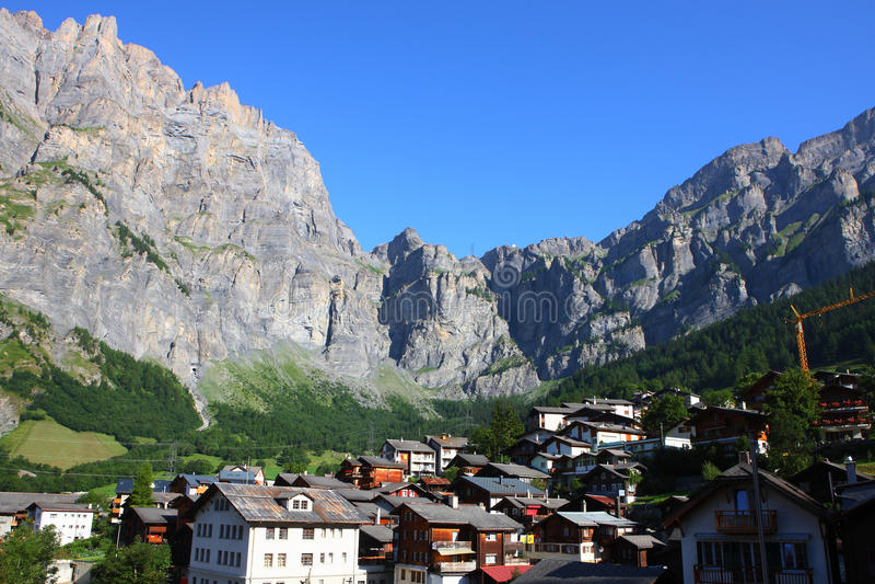 Città svizzera Leukerbad della stazione termale fotografia stock libera da diritti
