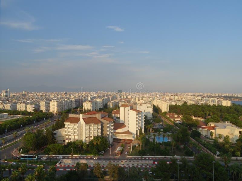 Città turca di Adalia, costruzioni lungo il mare fotografia stock libera da diritti