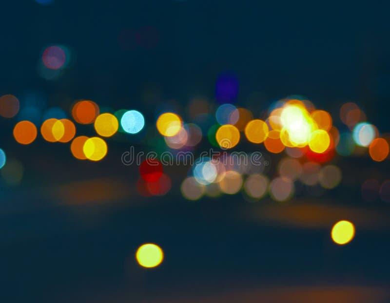 Città variopinta Bokeh sul fondo molto scuro di A immagine stock