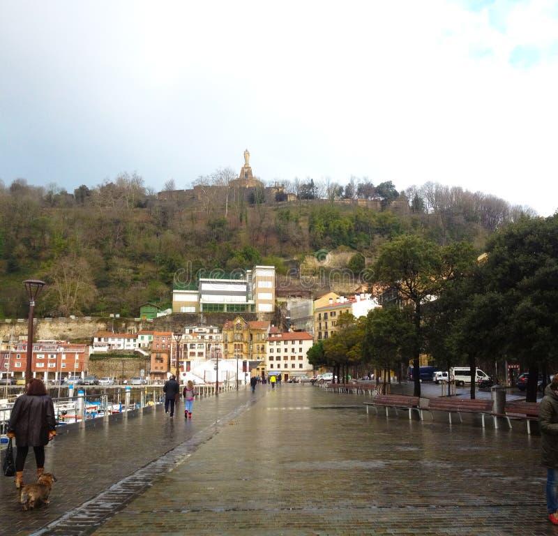 Città Vecchia e porticciolo in San Sebastian immagine stock libera da diritti