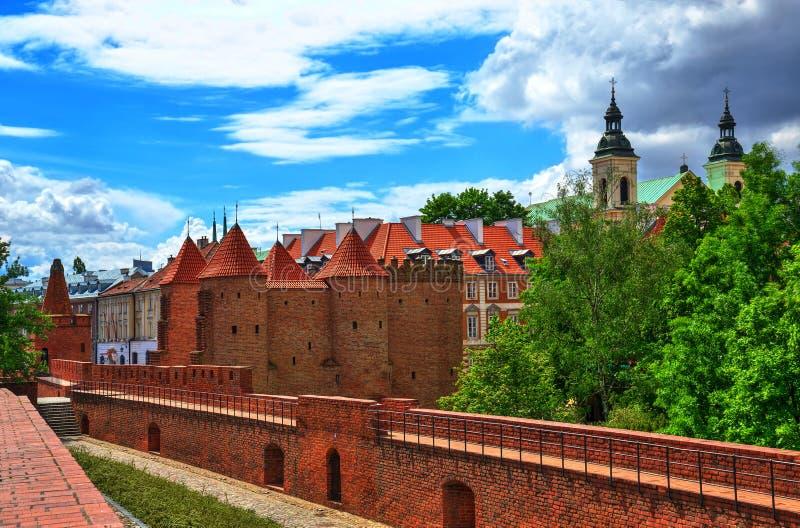 Città Vecchia a Varsavia, la vista del barbacane immagine stock libera da diritti