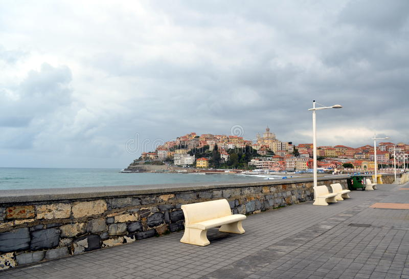 Città vista scenica di Imperia, Liguria, Italia immagini stock libere da diritti
