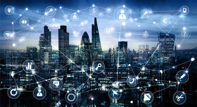 Citt? di Londra al tramonto Illustrazione con le icone di affari e di comunicazione, concetto delle connessioni di rete immagine stock libera da diritti