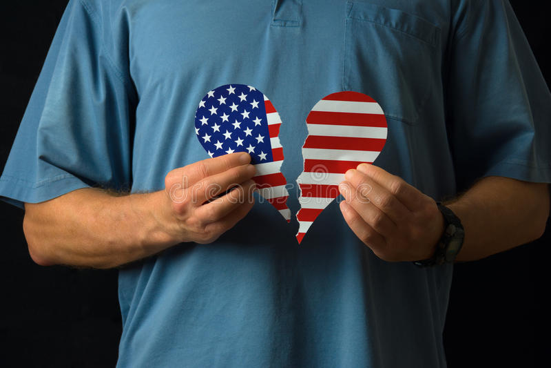 Cittadino degli Stati Uniti con cuore rotto sopra il inj del sociale di politica fotografia stock libera da diritti