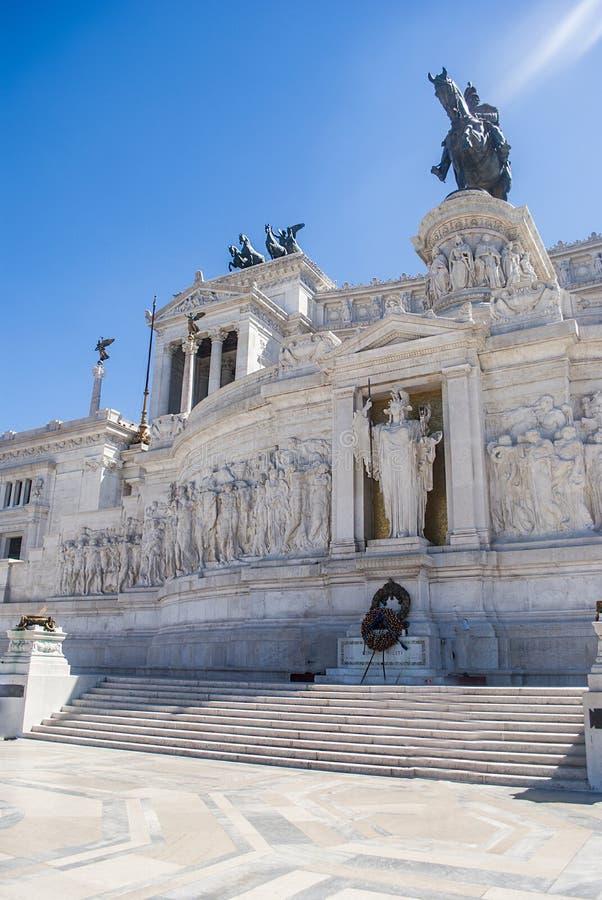 Cittadino di Roma, Italia, monumento Vittorio Emanuele II sulla piazza Venezia immagini stock