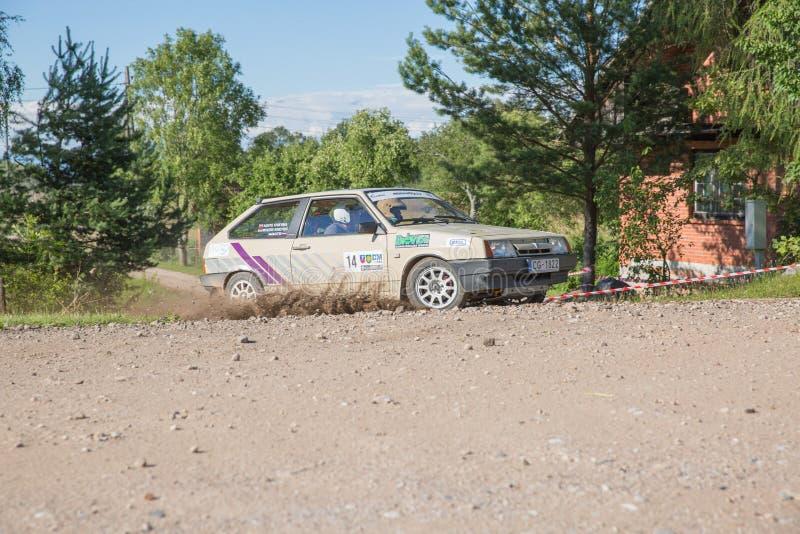 City Cesis, République de Lettonie Machines sportives, essais sur piste Route de Stony 6 juillet Photo de voyage 2019 image stock