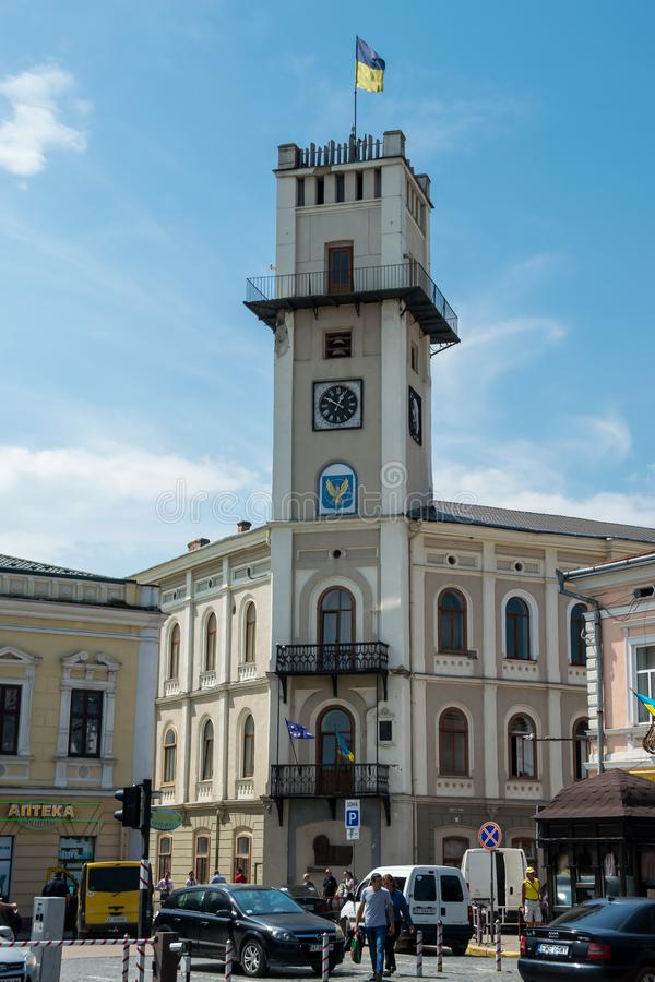 Free City Hall With Large Clock And Flag Of Ukraine Royalty Free Stock Images - 155902379