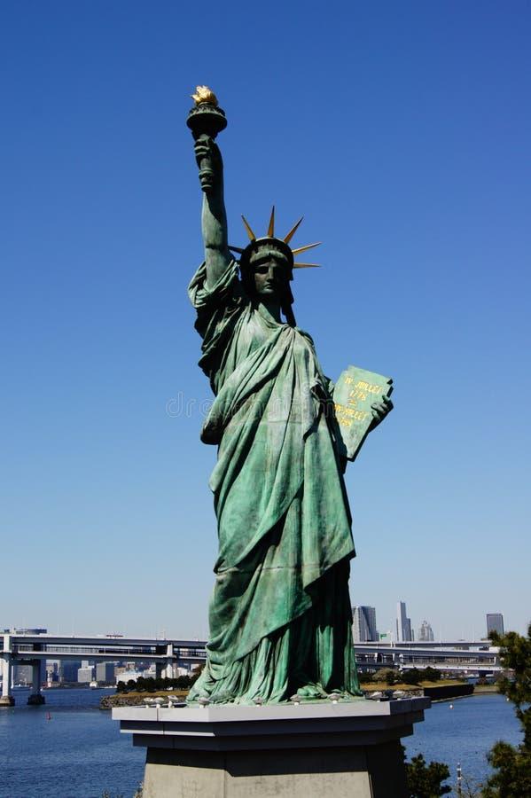 city liberty newyork statue sunset arkivfoton