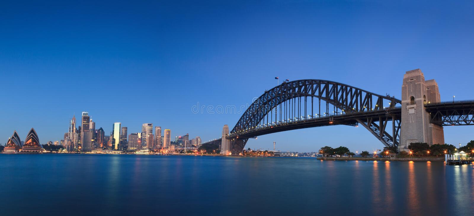 City Opera Bridge Sunrise Pan Editorial Stock Image