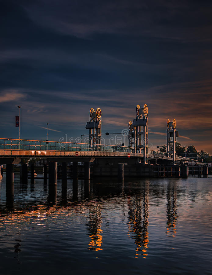 Citybridge坎彭,河IJssel 免版税图库摄影