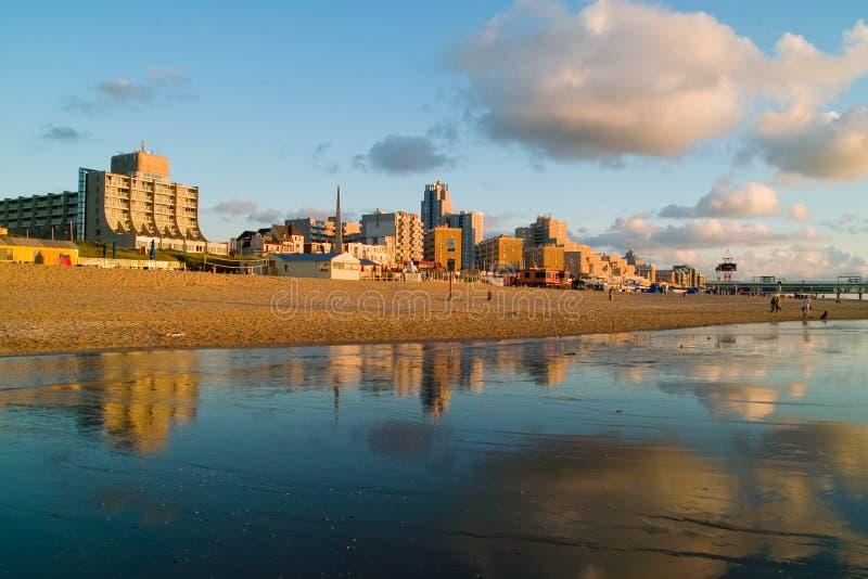 Cityline alla spiaggia immagine stock