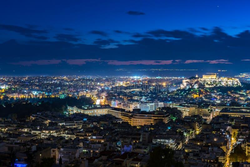 Cityscape av Aten p? solnedg?ngen royaltyfri bild