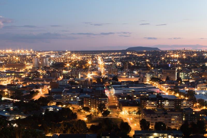 Cityscape av Bloemfontein, Sydafrika från den sjö- kullen arkivbild
