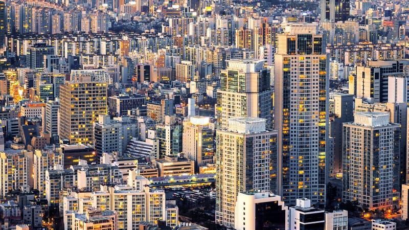 Cityscape av byggnad och hotellet i Korea royaltyfria bilder