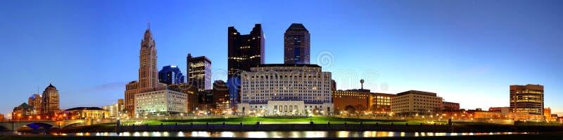 Cityscape av Columbus Ohio på skymning arkivbild